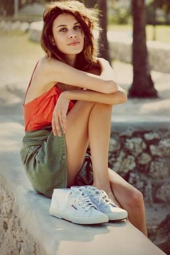 Alexa Chung pour la collection printemps-été 2012 de Superga