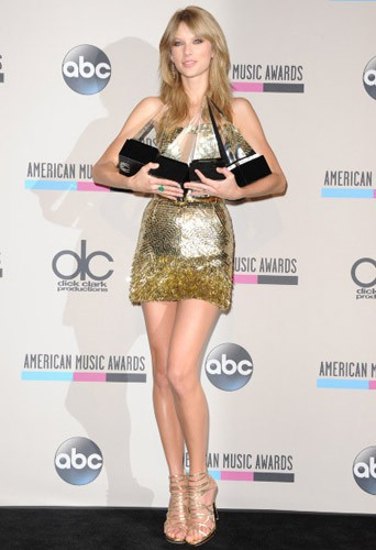 Découvrez les looks red carpet des American Music Awards 2013 !