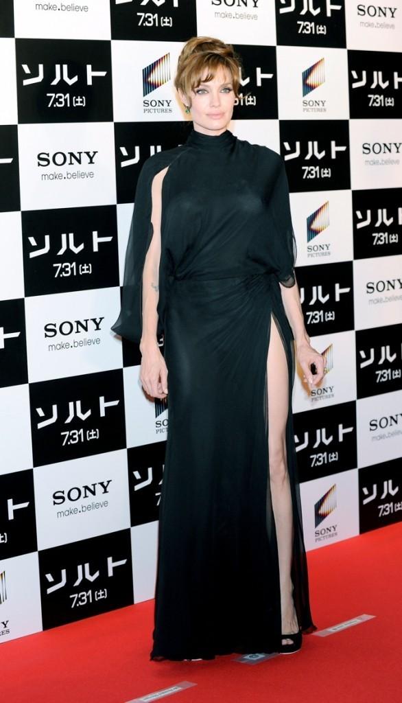 Juillet 2010 : Angelina Jolie à l'avant-première de Salt (Tokyo)