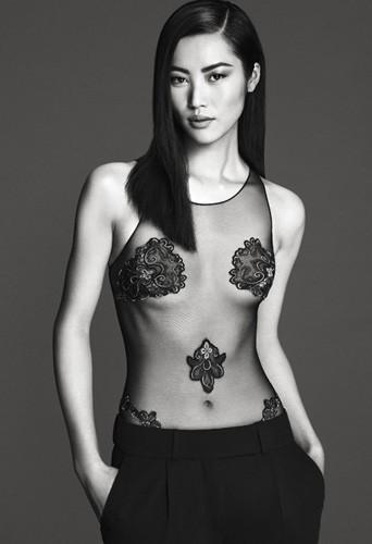 Découvrez la nouvelle campagne La Perla avec la belle Liu Wen !