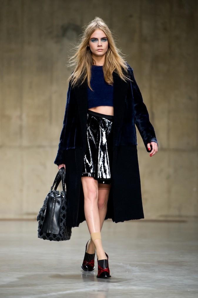 Cara Delevingne défile pour la collection automne/hiver 2013-2014 d'Unique by Topshop