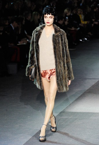 Cara Delevingne au défilé Louis Vuitton - Automne-hiver 2013/14
