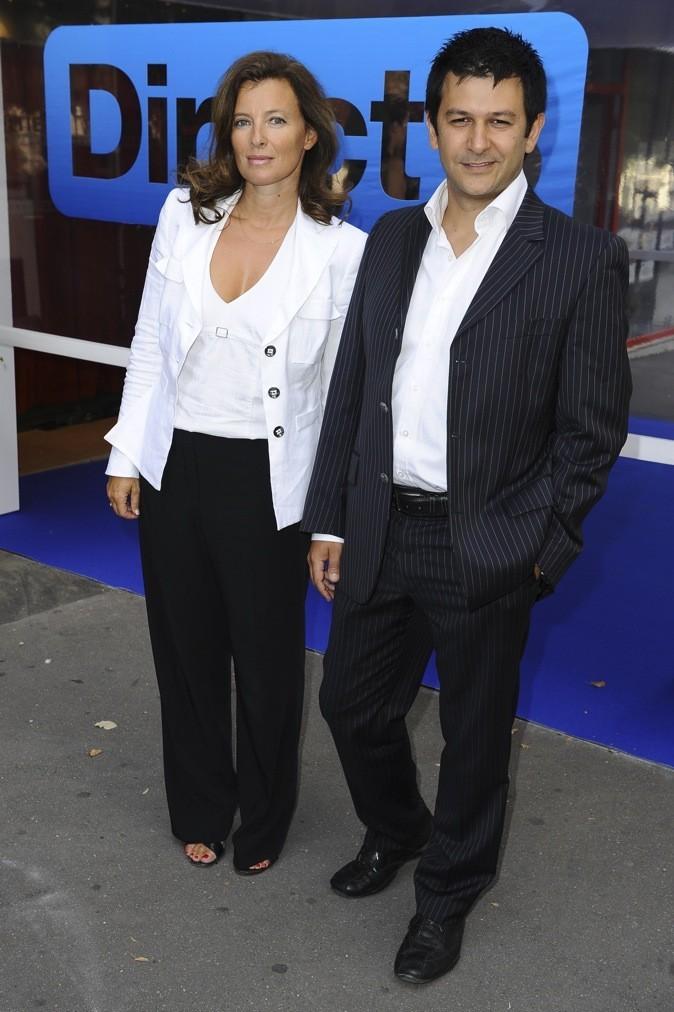 Octobre 2011 : Valérie Trierweiler en veste blanche et pantalon noir