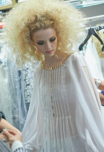 Le backstage du défilé Chanel Croisière ...