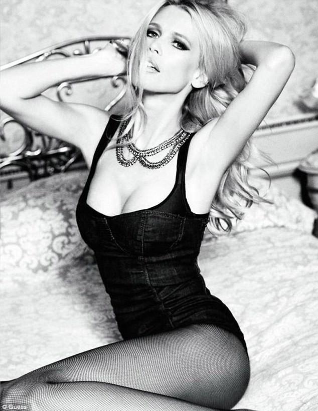 Claudia Schiffer pour la campagne 30 Sexy Years de Guess en 2012