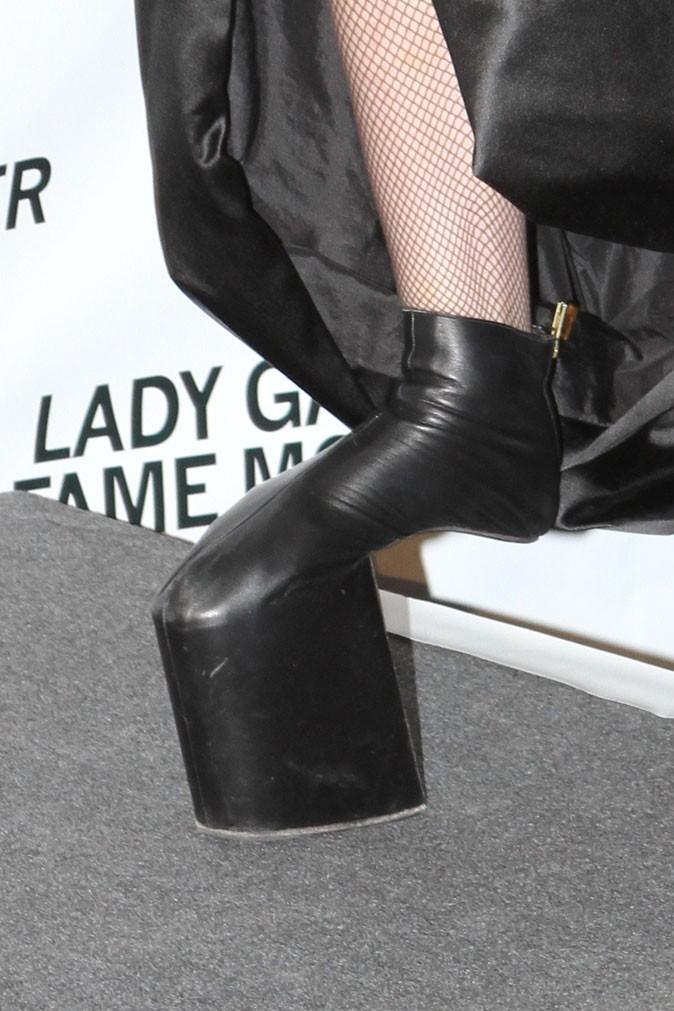 Lady Gaga porte une création de Noritaka Tatehana