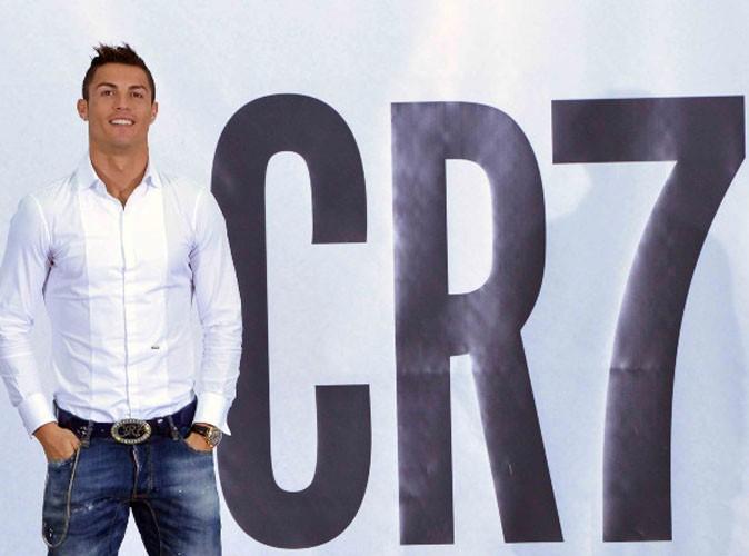 Cristiano Ronaldo en slip sur une pub de 15 mètres !