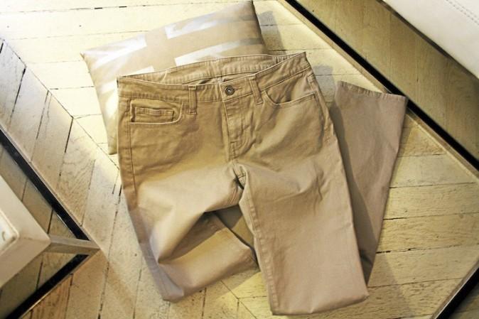 Pantalon beige, Uniqlo 39,90 €