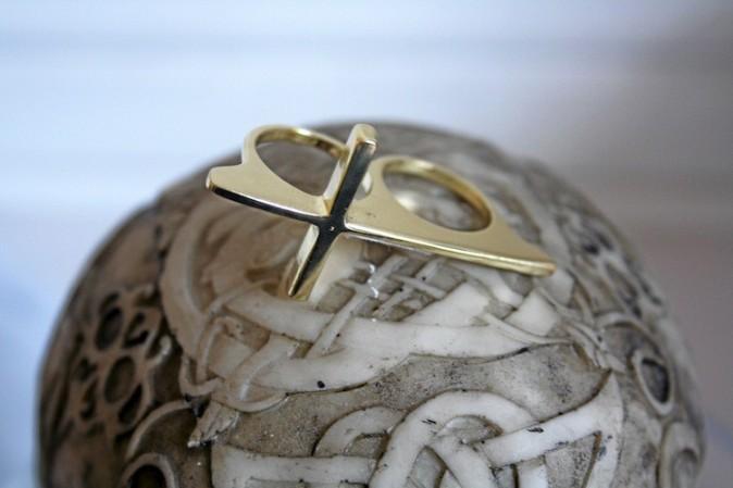 Bague double croix, New Look 3,99 €