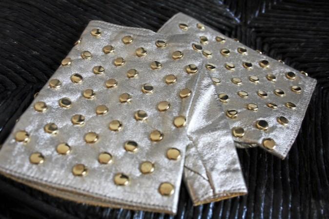 Mitaines dorées cloutées, Agnelle 115 €