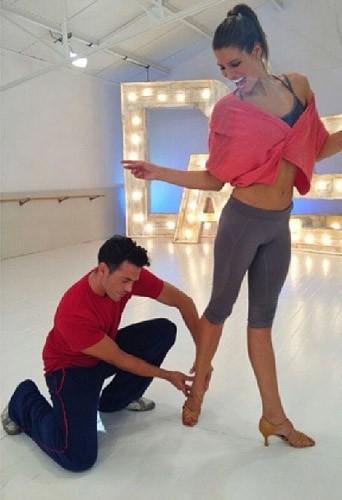 Laury Thilleman répète en Lolë dans Danses avec les Stars !