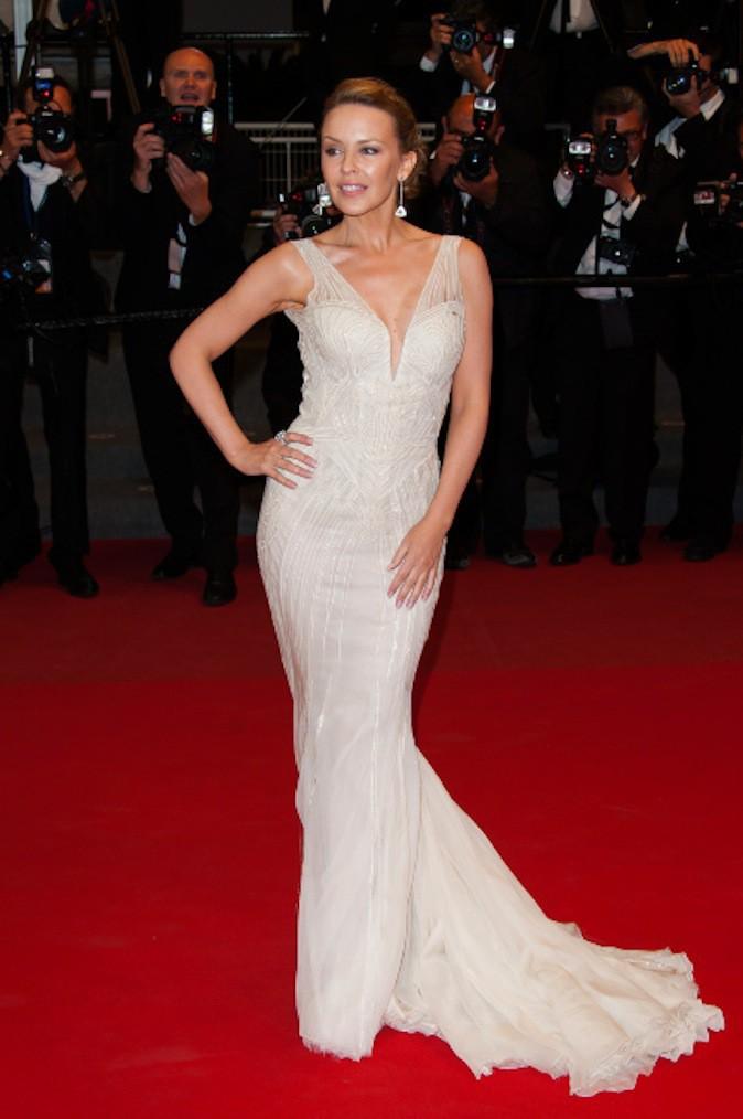 Kylie Minogue, le blanc lui va si bien et ressort sur red carpet !