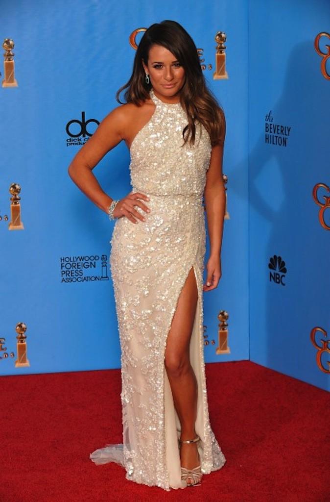 Lea Michele sort le grand jeu en robe crème dorée sur red carpet !