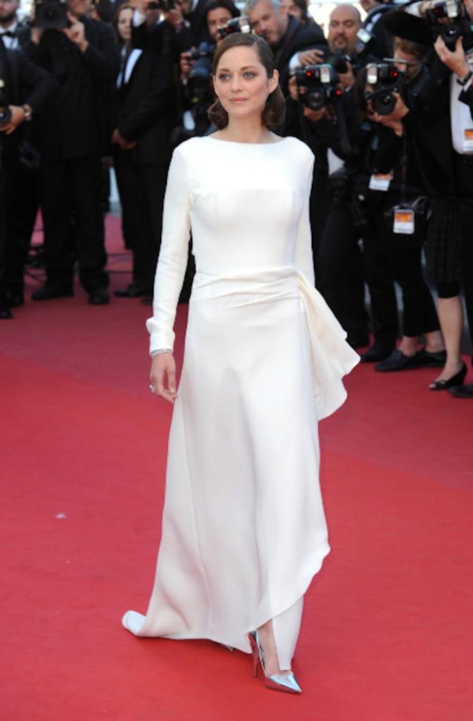 Marion Cotillard, le blanc lui va si bien et ressort sur red carpet !