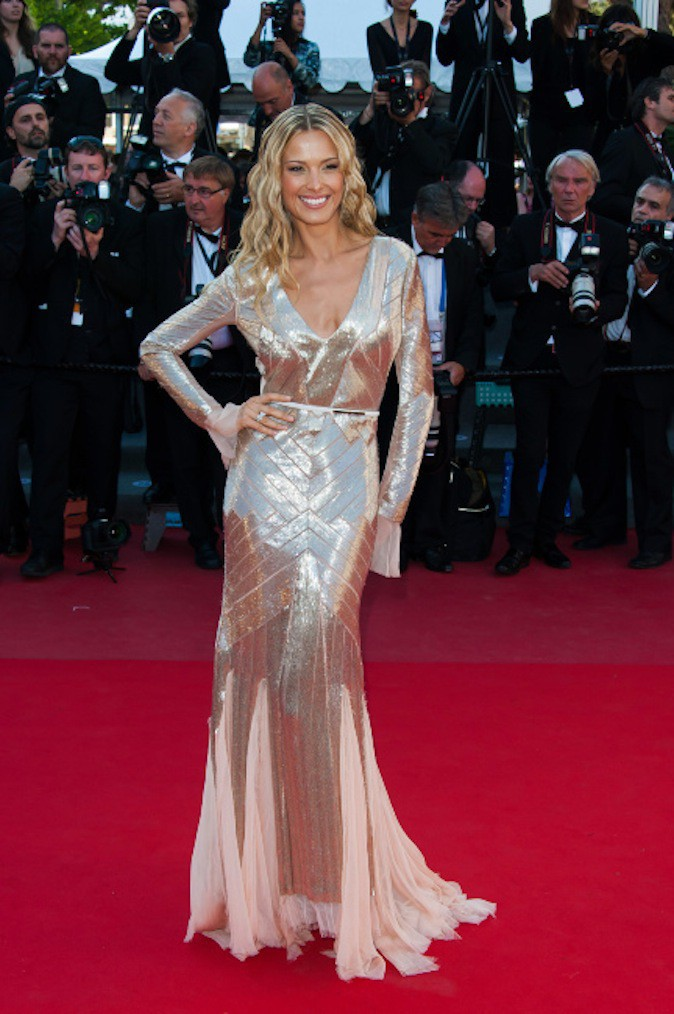 Petra Nemcova sort le grand jeu en robe dorée sur red carpet !