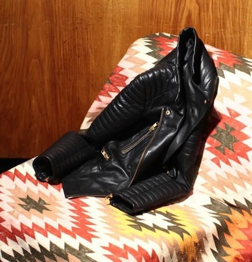 Béatrice Martin a sélectionné un perfecto en cuir noir !