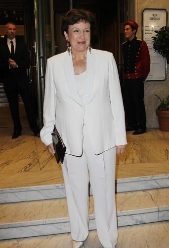 Le blanc va plutot bien à Roselyne Bachelot