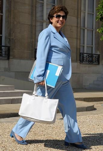 Roselyne Bachelot concurrencerait-elle la Reine Elisabeth II ?