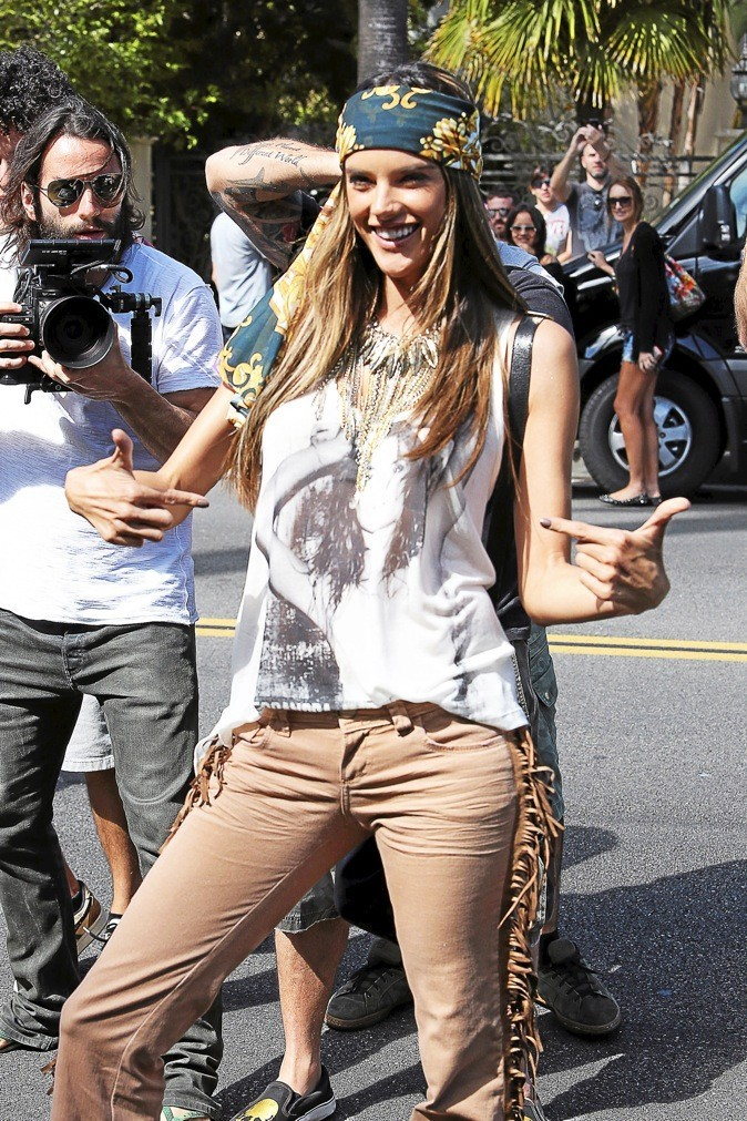 Alessandra Ambrosio : hippie chic !