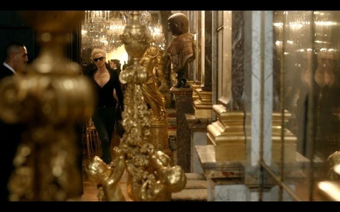 Sublime au milieu des dorures de Versailles !