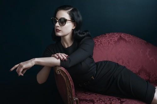 Dita Von Teese : Une sublime femme fatale pour la marque de lunettes DITA Eyewear !