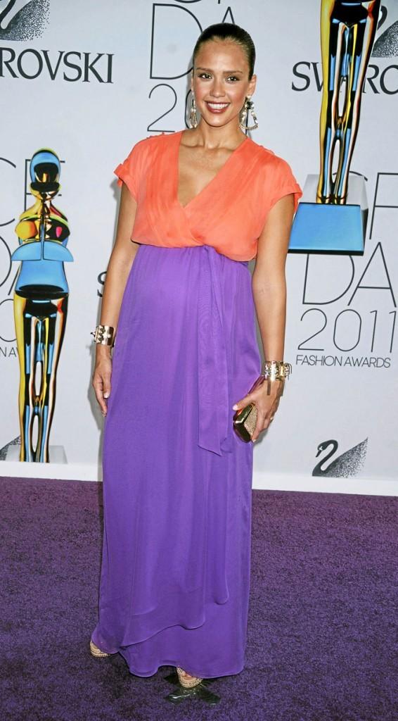 Le look color block orange et violet de Jessica Alba !