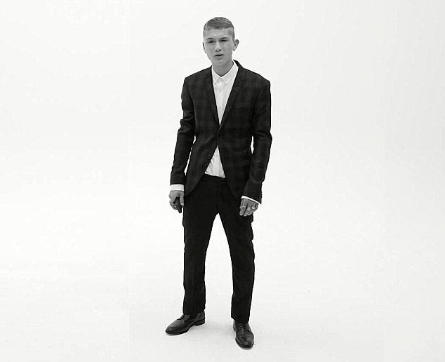 Rafferty Law, dit Raffi, fils de Jude Law et nouvelle égérie mode d'une marque scandinave branchée !