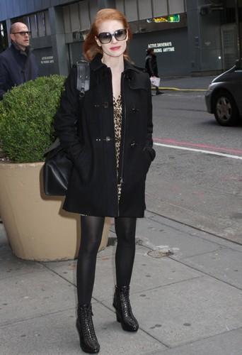 Jessica Chastain et son duffle-coat noir.