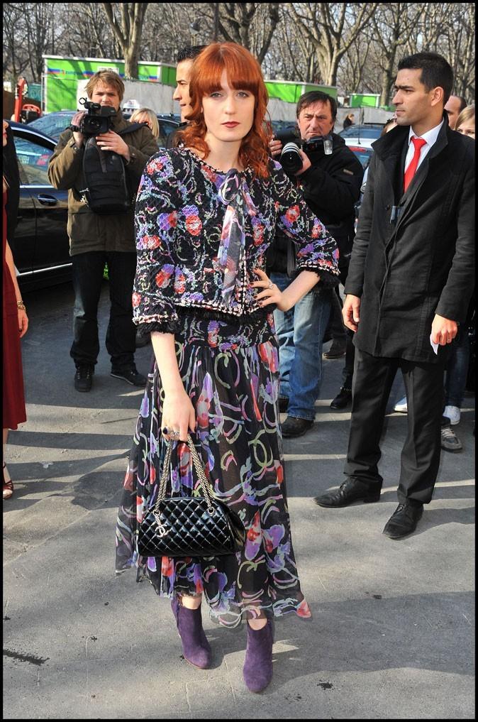 Florence Welch en jupe longue vintage à motifs au défilé Chanel A/W 2011 !