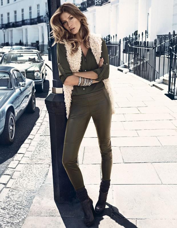 Mode : Gisele Bündchen n'a besoin d'aucun artifice et pousse la chansonnette façon rock star pour H&M!