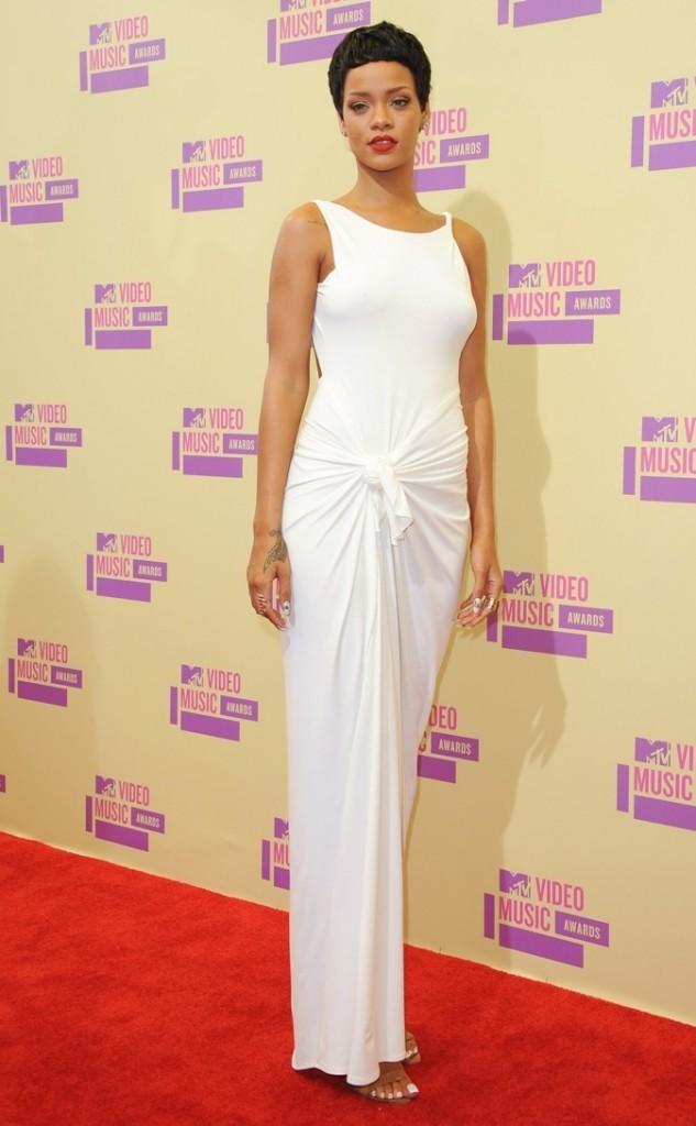 les 10 célébrités les mieux habillées de l'année: 7 ème place Rihanna !