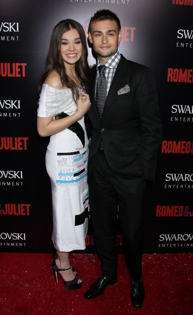 """Hailee Steinfeld et Douglas Booth à l'avant-première de """"Romeo and Juliet"""""""