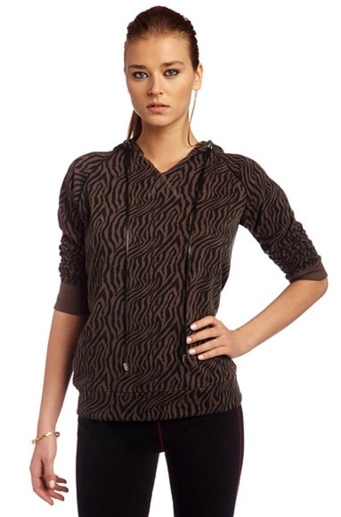 Collection printemps-été 2011 Heidi Klum pour New Balance : un sweat à capuche