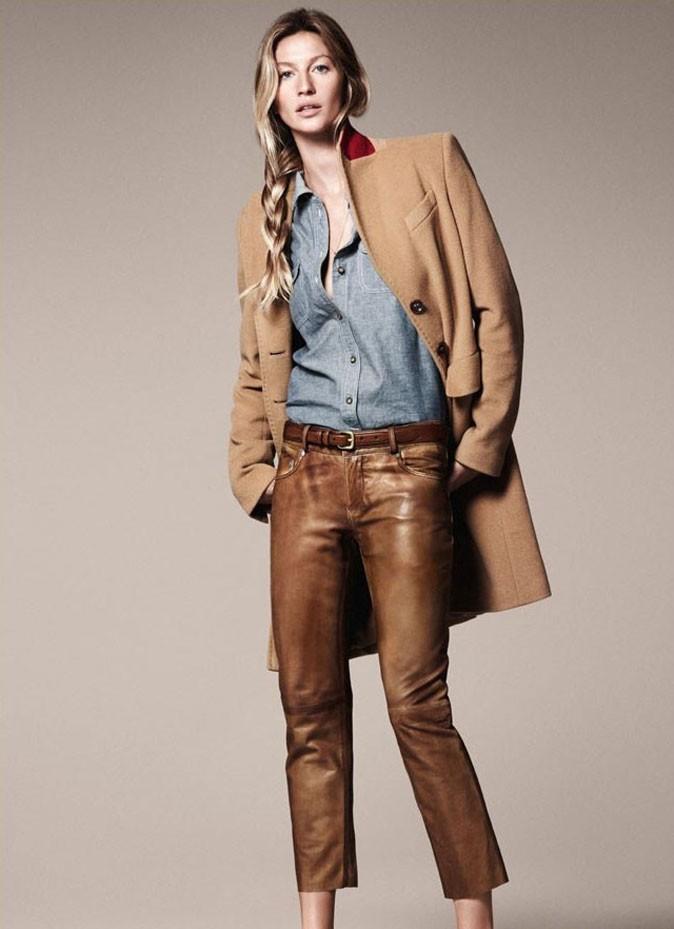 Un look pointu avec son pantalon en cuir camel !