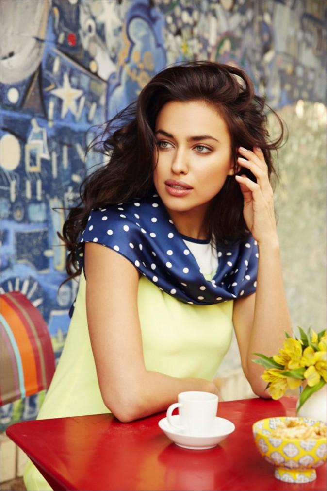 Mode : Irina Shayk : élégante et sensuelle pour la dernière campagne de Sacoor's Brothers !