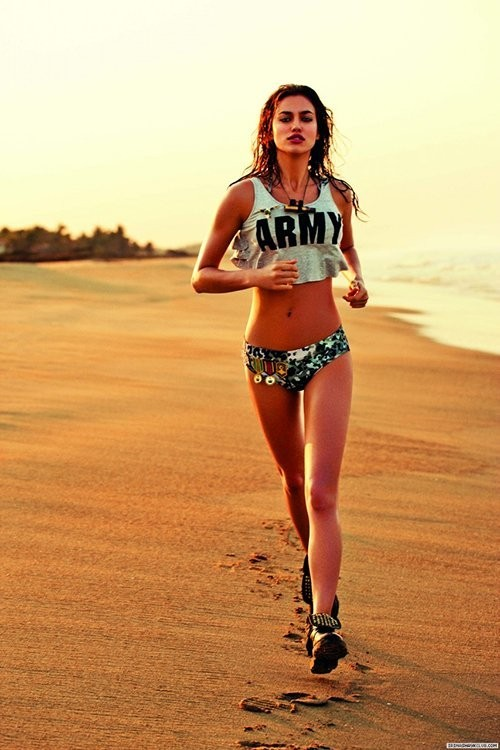 Irina Shayk pour les maillots de bain Aguna Bendita