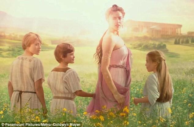 Mode : Irina Shayk interprète une sublime déesse pour son premier rôle au cinéma, dans le prochain Hercule !