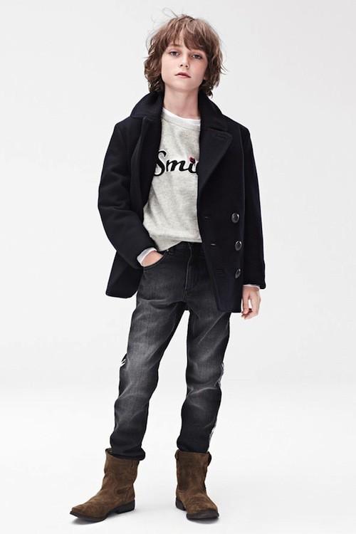 Veste £34.99 (environ 41 euros); jeans, £29.99 (environ 35 euros); Chaussures, £29.99 (environ 35 euros); T-shirt, £19.99 (environ 23 euros)