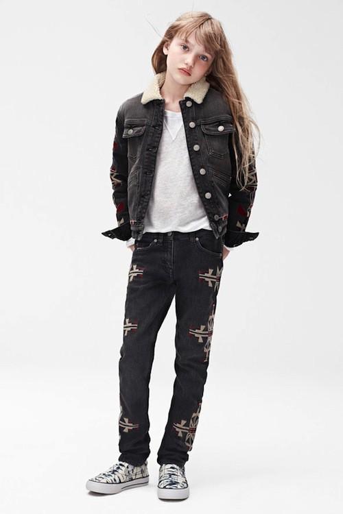 Veste, £34.99; (environ 41 euros) jeans, £29.99 (environ 35 uros); Chaussures, £29.99 (35 euros) ; T-shirt, £19.99 (environ 23 euros)