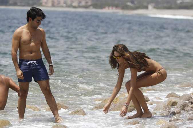 Mode : Izabel Goulart : la supportrice et top brésilienne exhibe ses courbes sous le soleil Ibérique !