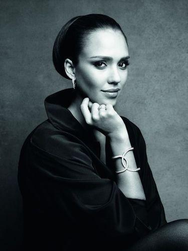 Campagne Possession de Piaget: Jessica Alba en mode glamour en noir et blanc!