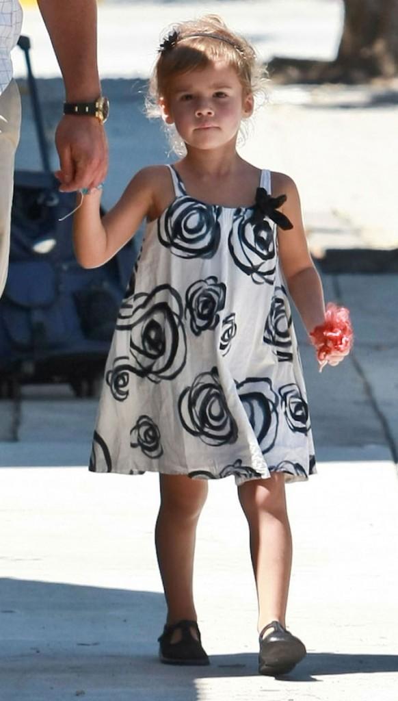 Maman Jessica Alba choisit de mignonnes petites robes pour sa fille !
