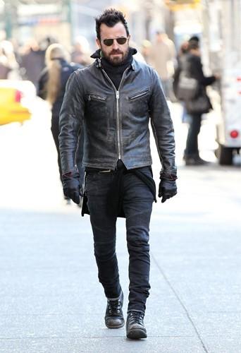 Un jean et des boots : le duo gagnant de Justin Theroux !