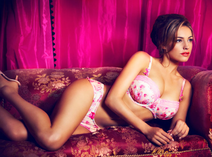 Kelly Brook pour la nouvelle collection lingerie de New Look