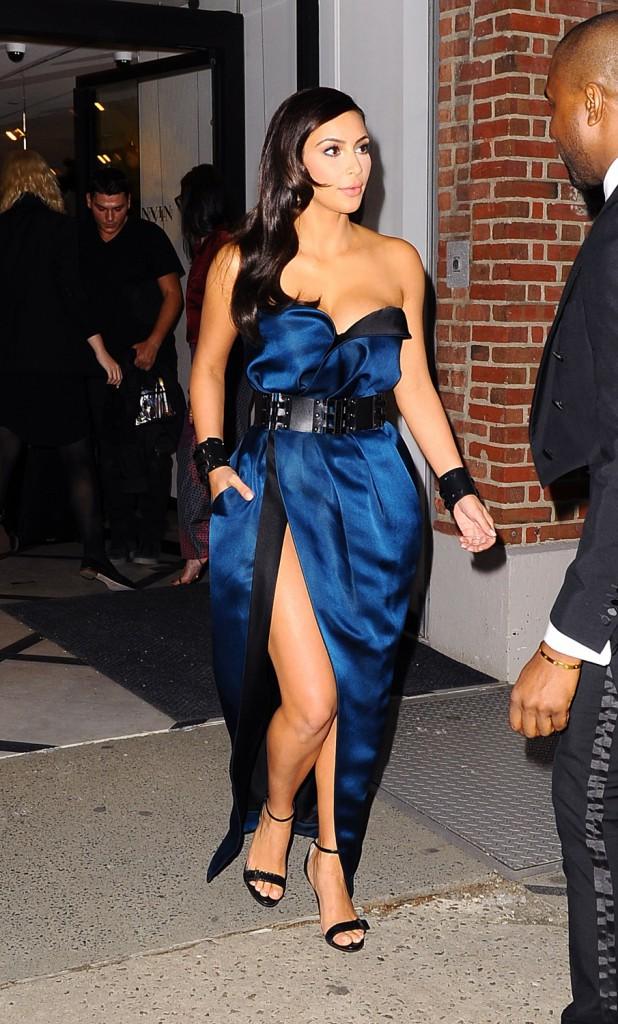 Le look rock n roll/chic de Kim avant le Met Ball
