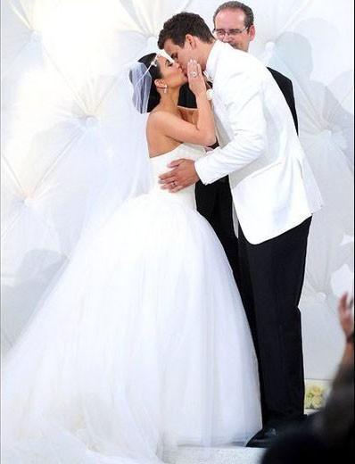 Mode : Kim Kardashian : quelle est sa plus belle robe de mariée ?