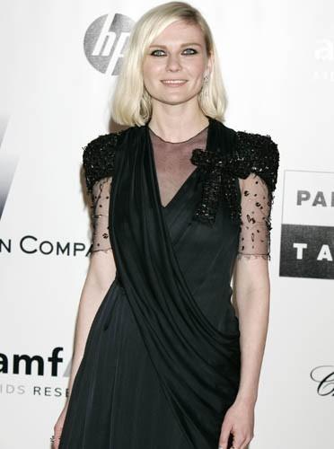 Petite robe noire élégante, Kristen Dunst a tout bon !