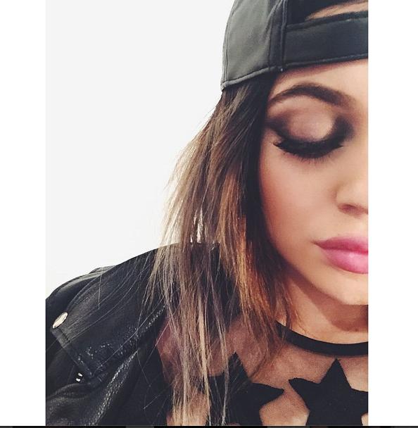 Mode : Kylie Jenner : découvrez les produits qu'elle utilise pour un regard de biche réussi !