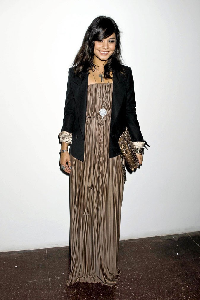 2011 : Maxi robe et blazer, un look de teenager qui s'affirme
