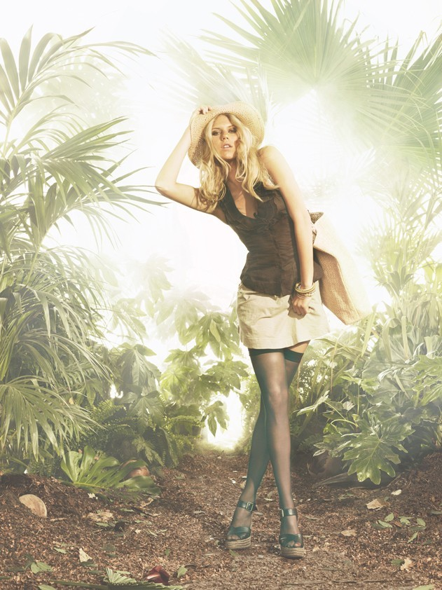 Alexandra Richards en mode safari pour Tally Weijl, campagne printemps été 2011